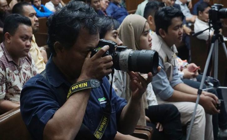 Wartawan-memotret-saat-sidang-Imam-Nahrawi.jpg
