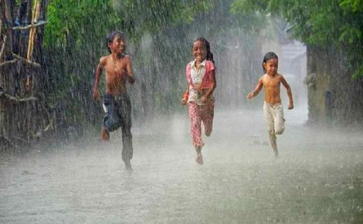 anak-main-hujan.jpg