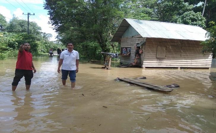 banjir-kuatan-singingi-rendam-puluhan-desa.jpg
