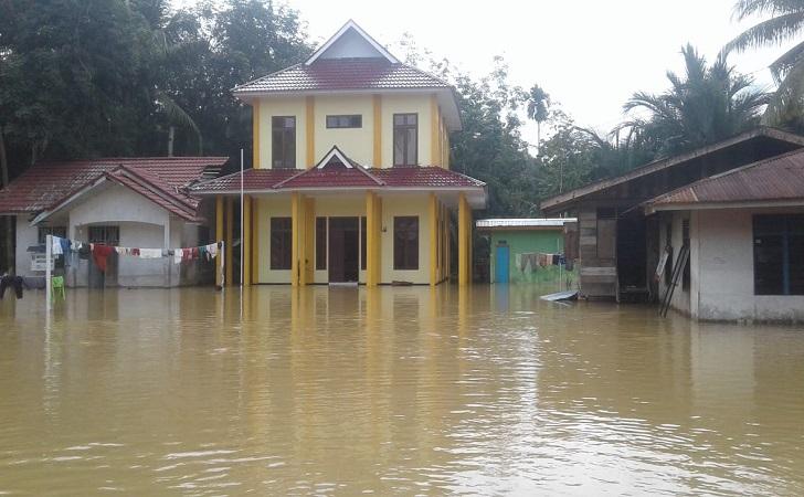 banjir-rendam-rumah-warga-kuansing.jpg