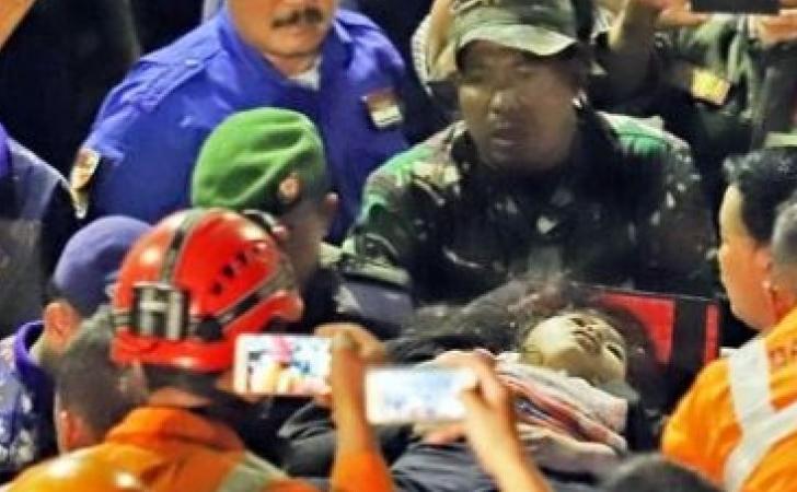 evakuasi-Mutmainah-25-korban-longsor.jpg