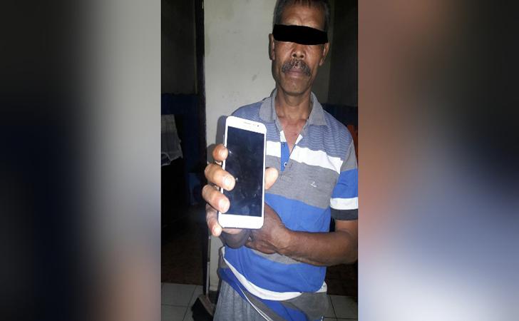 pelaku-pencurian-ponsel4.jpg