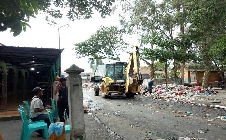 sampah-samping-masjid.jpg
