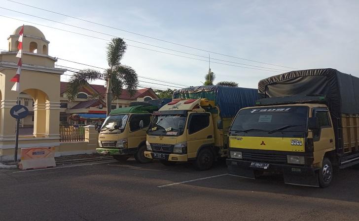 truk-pembawa-logistik.jpg