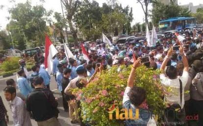 Jalan Sudirman Pekanbaru macet akibat demo mahasiswa, Selasa 10 oktober 2017