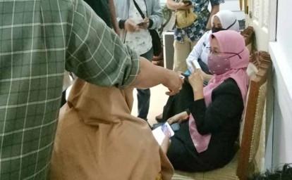 Kadiskes-Riau-Mimi-Yuliani-Nazir-Perlihatkan-Chat-WA.jpg