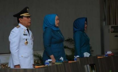 Bupati Rohul H Sukiman, usai dilantik langsung melantik Ketua TP-PKK Rohul