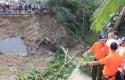 Andi-Rachman-Tengok-Kampung-Halaman-yang-Banjir.jpg