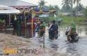 Banjir-di-lokasi-pelantikan-kades.jpg