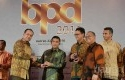 Bank-Riaukepri-Terima-Penghargaan-dari-Sindo.jpg