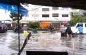 Berselfie-Ria-di-Tengah-Banjir.jpg