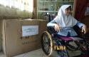 Bulan-terima-kursi-roda-Jokowi.jpg