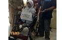 Bulan-terima-kursi-roda-dari-Jokowi.jpg