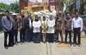 DPRD-Riau-serahkan-bantuan.jpg