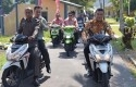 Dirut-Bank-Riau-Kepri-Naik-Motor.jpg