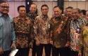Dirut-Bank-Riaukepri-dengan-Gubernur-Bank-Indonesia.jpg