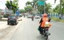 Driver-Rijek-Antar-Paket-Sembako-Polda-Riau.jpg