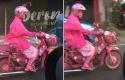 Emak-emak-naik-Honda-Astrea-pink.jpg