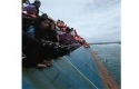 Evakuasi-penumpang-KM-Lestari-Maju.jpg