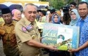 Gubernur-Riau-Serahkan-Penghargaan.jpg