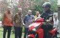 Jokowi-dan-Gesits.jpg