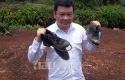 Kepala-BRG-Perlihatkan-Sepatu-Buatan-Malaysia.jpg