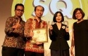 Lenovo-Terima-Penghargaan.jpg