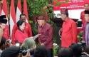 Megawati-Serahkan-SK-PDIP-ke-Andi-Rachman.jpg