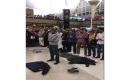 Muslim-AS-salat-di-bandara.jpg
