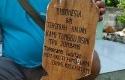 Nisan-bertuliskan-Indonesia-bin-Terserah.jpg