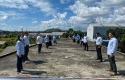 Pegawai-PLN-Bangka-Belitung-berjemur-di-atap-gedung-kantor-mereka.jpg