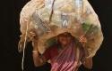 Perempuan-India-dengan-Sampah-Plastik.jpg