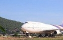 Pesawat-Boeing-747-di-desa-Thailand.jpg