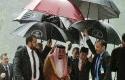 Presiden-Jokowi-Payungi-Raja-Salman.jpg