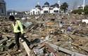 Reruntuhan-akibat-Tsunami-Aceh-2014.jpg