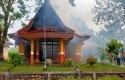 Rumah-dinas-Asiten-l-Sekdakab-Pelalawan-Zuhelmi-terbakar.jpg
