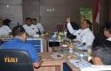 SEKDA-Kampar-saat-memimpin-rapat-evaluasi.jpg