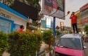 Sopir-Angkot-dihukum-menyanyikan-Indonesia-Raya-di-atas-angkot-di-kawasan-Kota-Serang-Banten.jpg