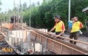 Tinjau-Pembangunan-Jembatan-dan-Jalan.jpg