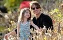 Tom-Cruise-dan-anaknya-Suri-Cruise.jpg