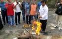 Trenggiling-Mati-Dimusnahkan-dengan-Cara-Dibakar.jpg
