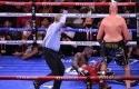 Tyson-Fury-jatuhkan-Deontay-Wilder.jpg