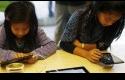 anak-main-ponsel.jpg