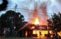 rumah-dibakar3.jpg