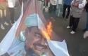 spanduk-Habib-Rizieq-dibakar.jpg